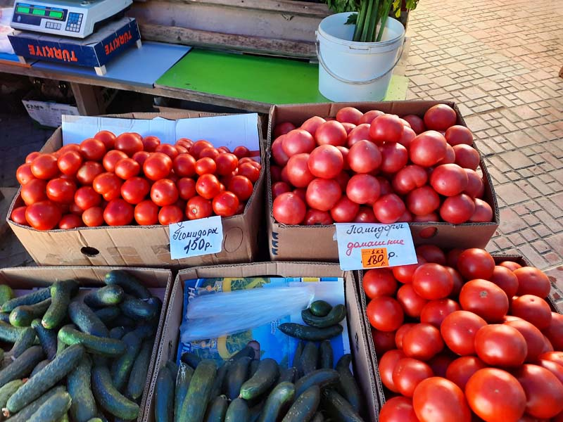 Крестьянский рынок 10.08.2021 года: Свежая местная картошка по 200 рублей за кг как яблоки!